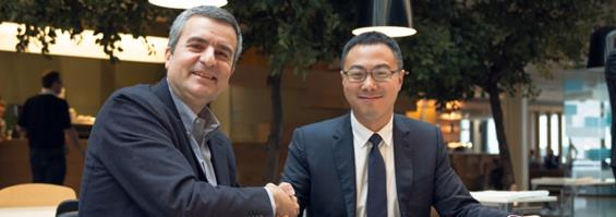 Luca Crisciotti, CEO of DNV GL - Business Assurance (left) and Sunny Lu, CEO of VeChain